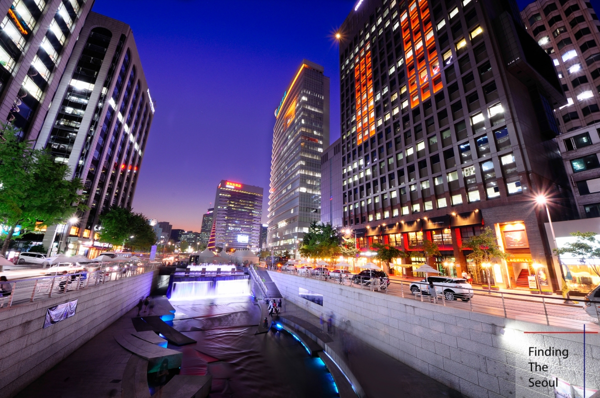 Cheonggyecheon Plaza (청계천 플라자 )