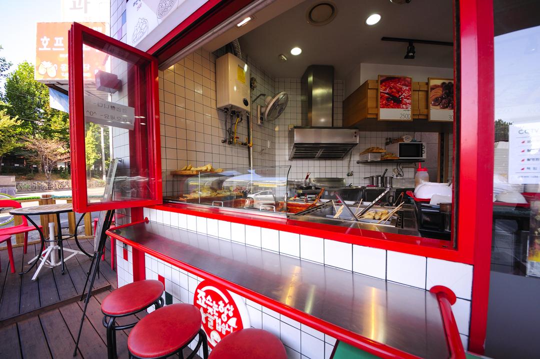 Cheap Eats in Seoul: Jaws Tteokbokki (죠스떡볶이)