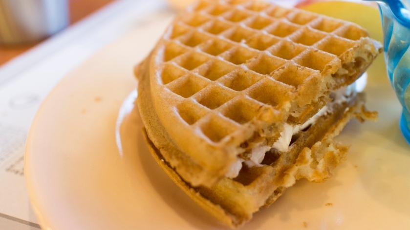쿠우쿠우 Qoo Qoo waffle cream