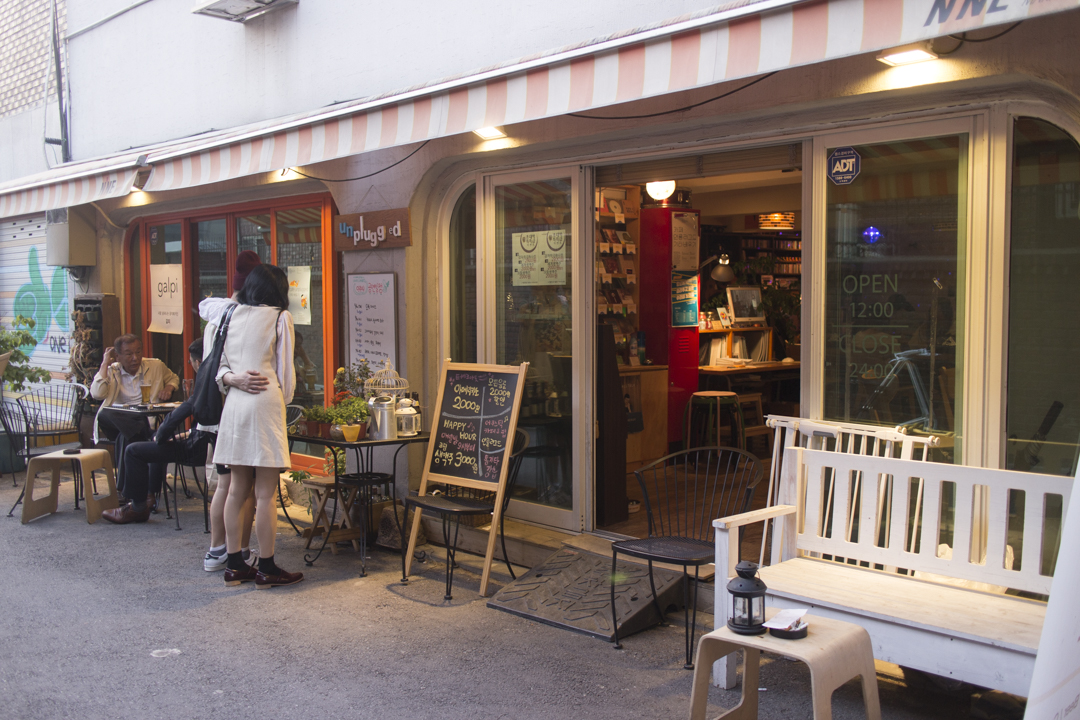 Cafes in Seoul: Cafe Unplugged (A Cafe for Indie Lovers!)