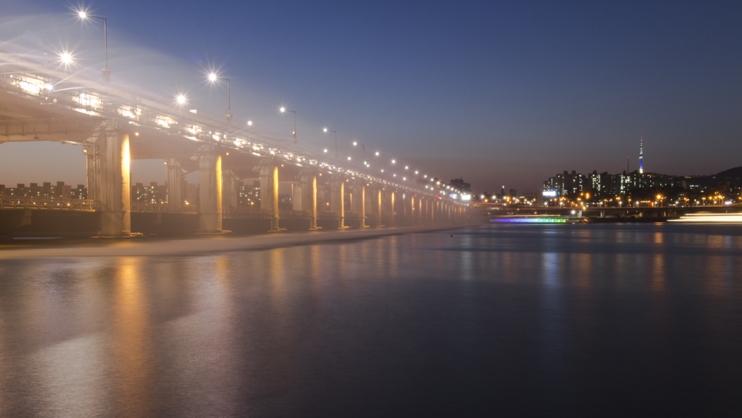 Seoul Photo Spots: Banpo Bridge (반포대교)