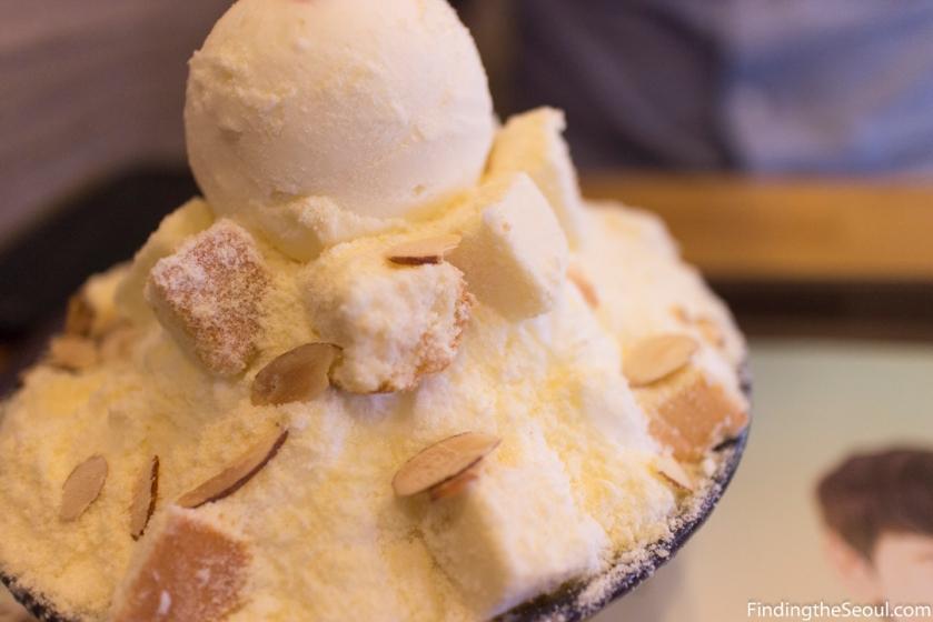 Seolbing Sulbing 설빙 Cheesecake bingsu closeup
