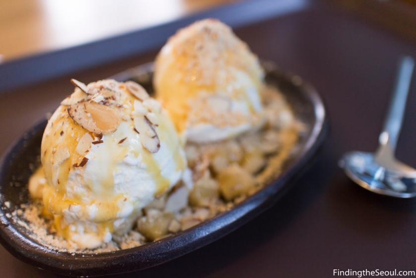 Seolbing Sulbing 설빙 injeolmi Ice cream 인절미 아이스 크림