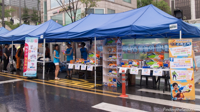 Sinchon Water Gun Festival 신촌 물총축제 Gun sellers