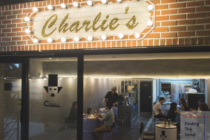 charlies-%ec%b0%b0%eb%a6%ac%ec%8a%a4-entrance_mg_8723