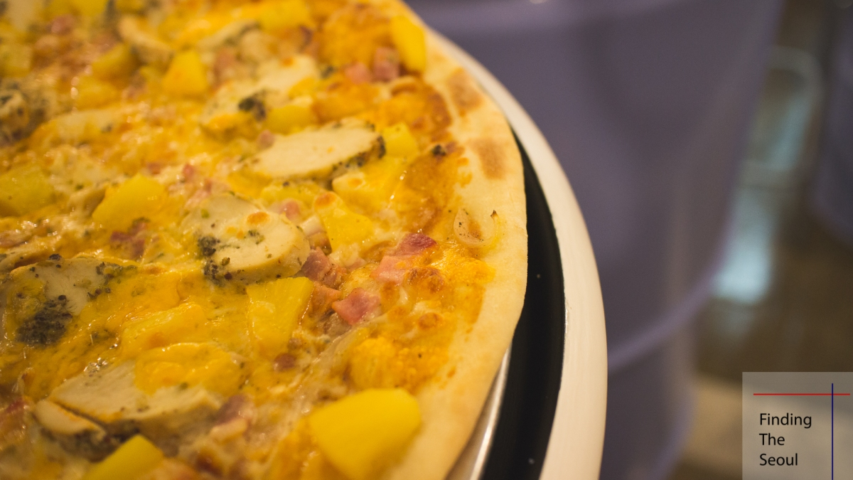 Pizza in Hongdae: Charlie's (찰리스)